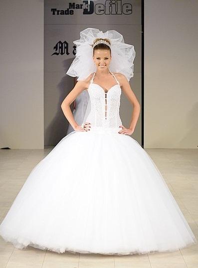 d178ec9cb0f9d8 Довжина весільних суконь цього сезону пропонується до ...