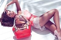 Post image for Как узнать характер по манере женщины носить сумочку?